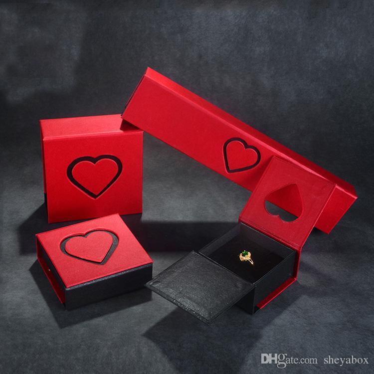 ديكور قلب قابلة للطي ورقة هدية مربع المجوهرات إعطاء بعيدا التعبئة والتغليف الثابت من الورق المقوى حساسة تصميم خاص الأبيض خاتم قلادة سوار مربع