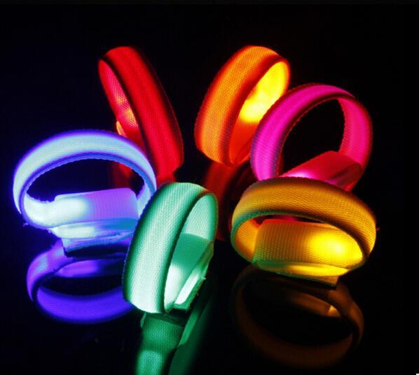 50 adet Moda LED Kol Bandı Yansıtıcı bantları Güvenlik Uyarı Spor Yanıp Sönen Emniyet Kol Bantları saf renk 7 renkler