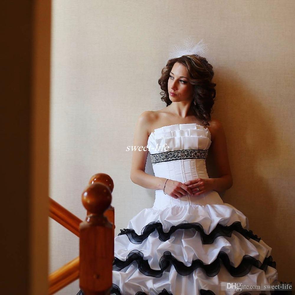 Viktorianische gotische Schwarzweiss-Hochzeits-Kleider 2016 trägerloses Ballkleid-Rüschen-Satin-Korsett bördelte preiswerte Weinlese-Brautkleider nach Maß
