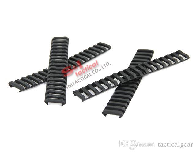 Taktische 7-Zoll-Picatinny-Leiter-Schiene Gummiabdeckungen 4er-Pack Schwarz / Tan
