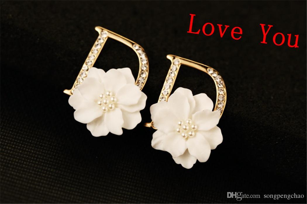 Letra de la marca europea D Pattern Stud Pendientes para mujeres Pendientes del perno prisionero de la flor blanca 18K chapado en oro accesorios de la joyería de moda coreana