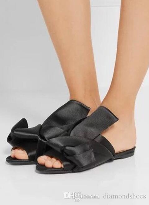 Blau und weiß gestreiften Sandalen Satin Stoff Designer Hausschuhe Frauen Mode architektonischen Knoten Damen High Heels Sandalen Frauen
