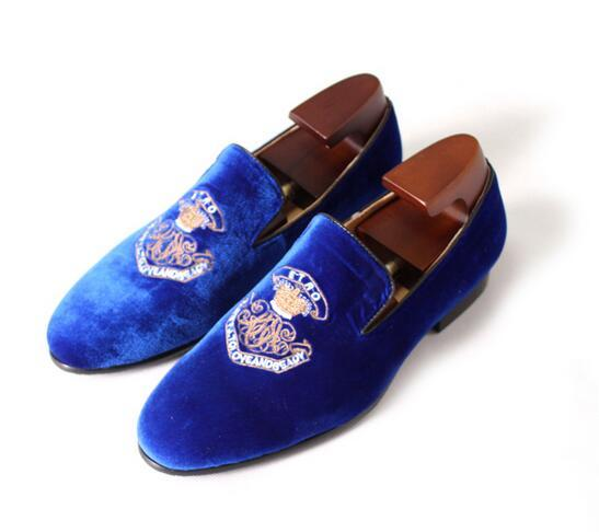 2017 New Luxury Men's Fashion blue men dress shoes velvet embroidery Loafers Shoes Man Party Weeding Shoes