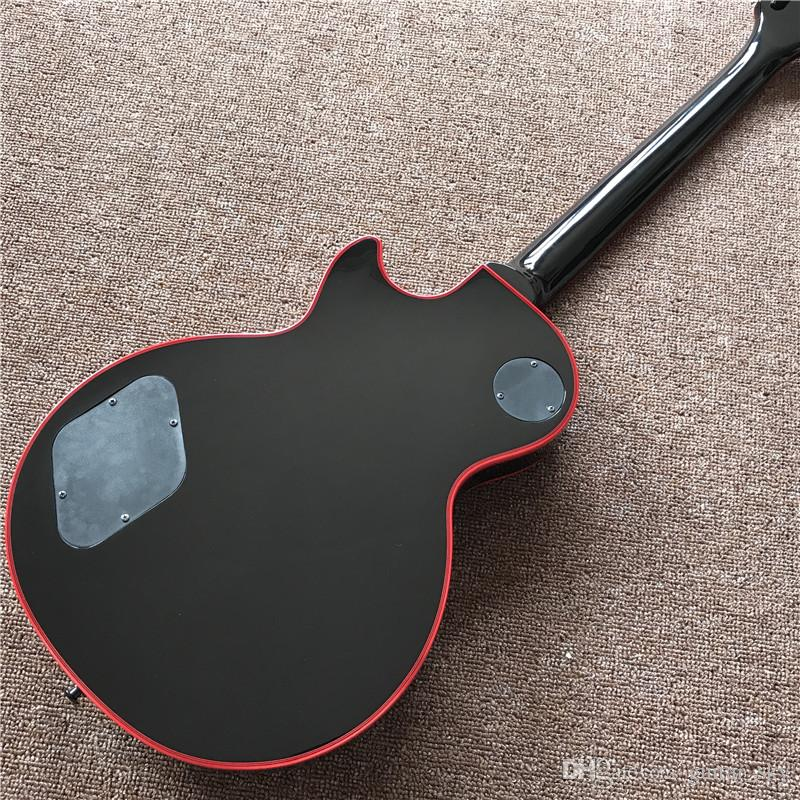 Nuova chitarra elettrica personalizzata di arrivo in colore nero con 3 pickup e intarsi rossi e attacchi, con hardware nero