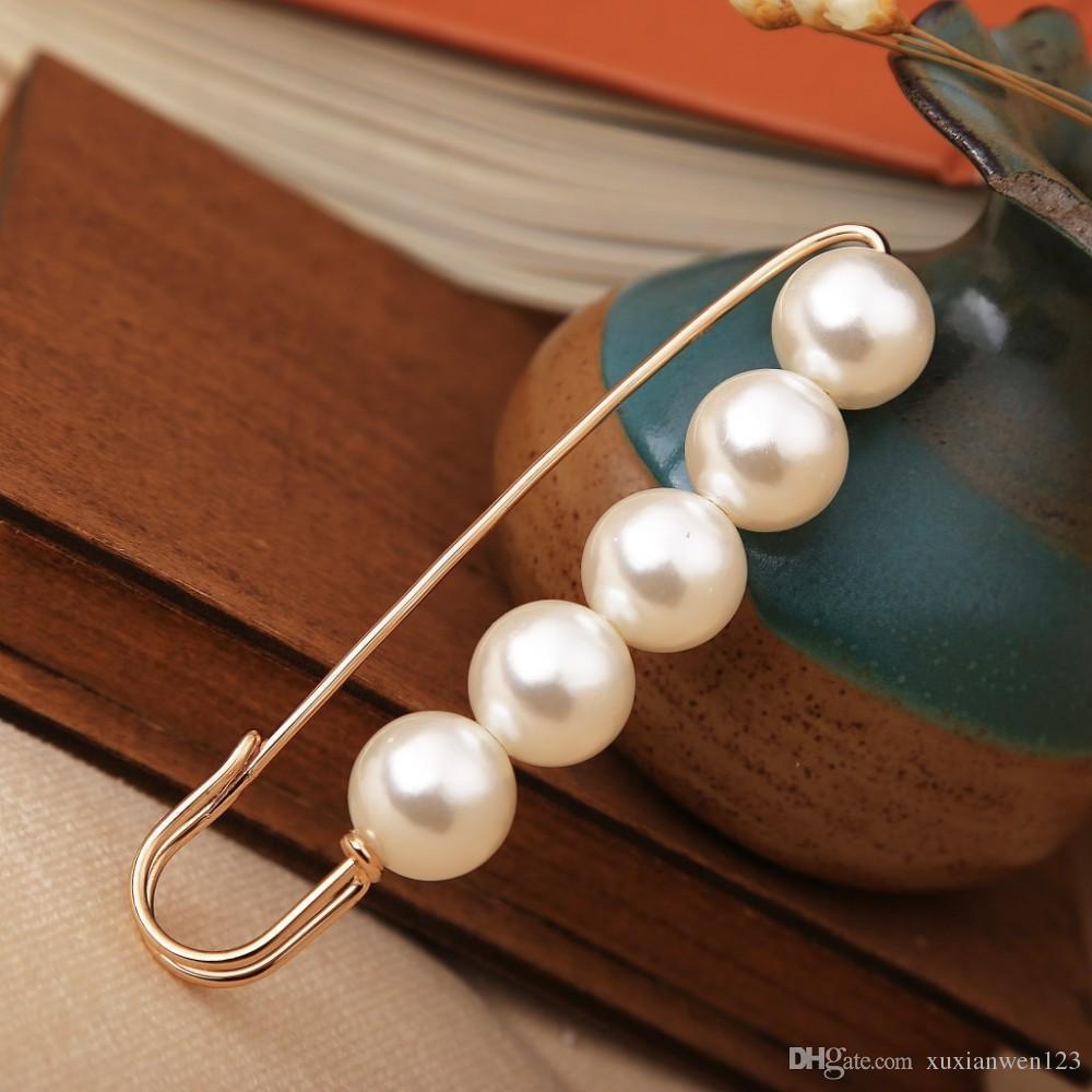 Heißer verkauf Simulierte Perle Brosche Kleid Strass Dekoration Schnalle Pin Schmuck Broschen Für Männer Frauen
