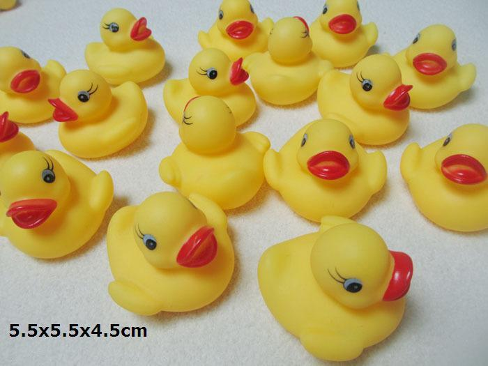 5.5x5.5x4.5cm Baby Bath Water Toys for Sale Sounds Yellow Rubber Ducks Kids Bath Children Swiming Beach toys Gifts wholesale - 0012CHR