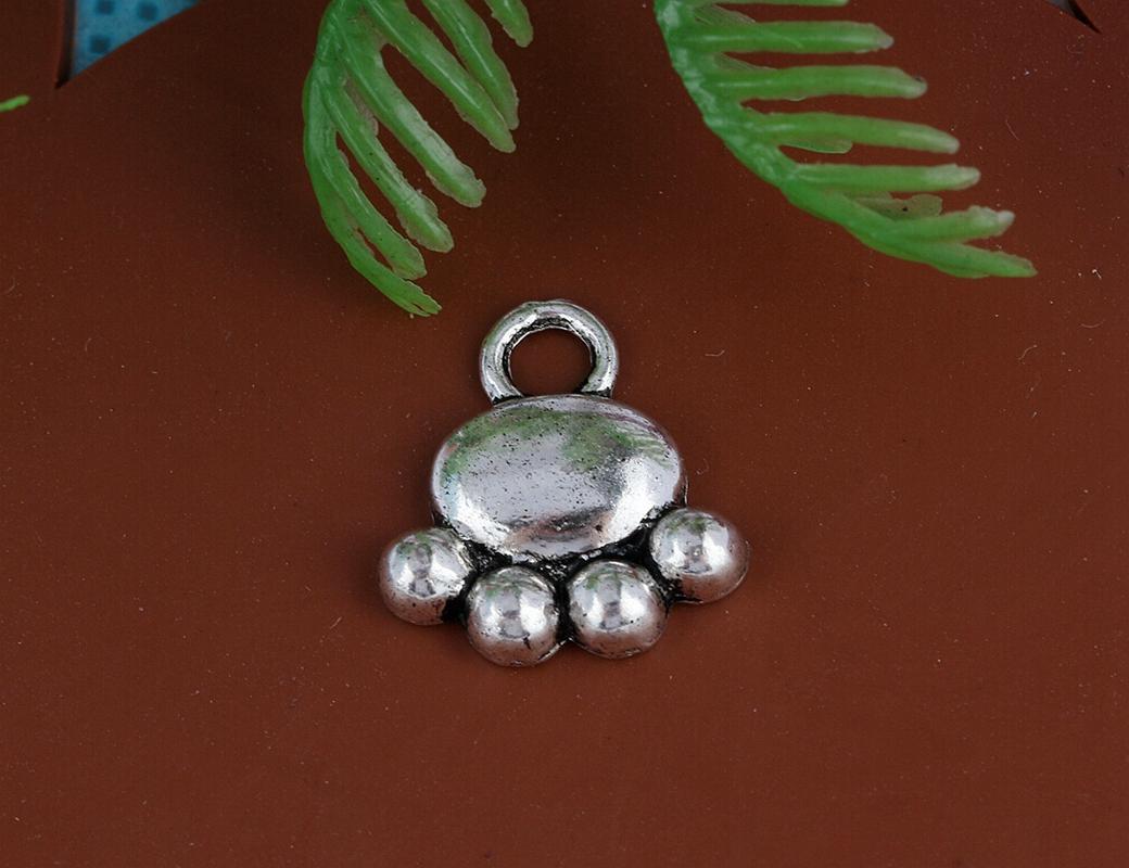 Vintage Silver Dog Paw Prints Charms Pendants For Women Dress Bracelet Necklace Fashion Jewelry Making Gifts New Girls Bijoux A28