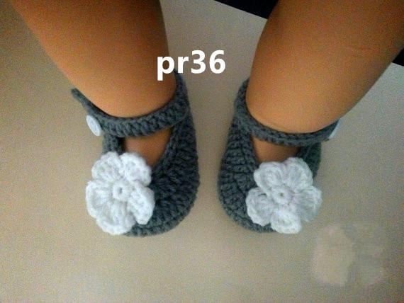 FLOWER BABY CLOTHES GREY BOOTIES ZAPATOS CON FLOR 0-12 MESES CROCHET handmade baby shoes /