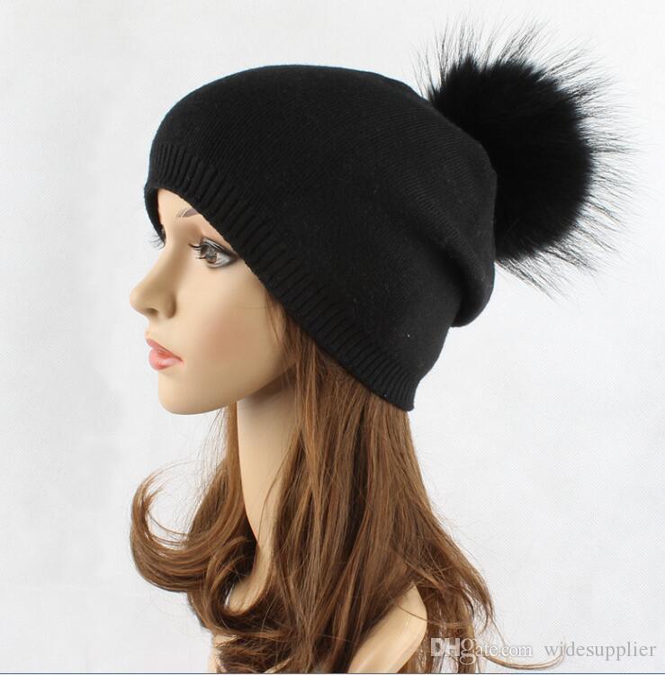 Wollhut-Damenherbst- und -winterfärbender Waschbärpelzball-Strickmütze im Freien warmer schwarzer Haarball-Winterhut der hohen Qualität