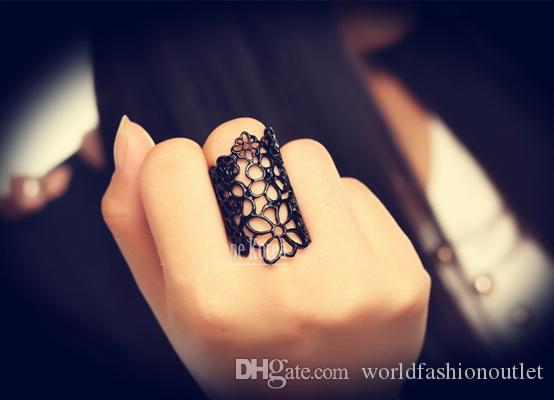 Rings New Fashion Jewelry Accessories anel Feminino Black Gold Cutout Lace Flower Ring Finger Rings for Women 17mm size Hollow out flowers