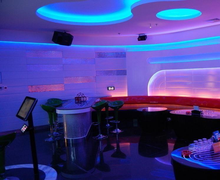 LED-Streifen 300 LED / 5M wasserdichtes IP65 2835 RGB-Licht Weihnachtsrücklauf-String-Farbbandlampe mehr heller als 3528 3014 billig als 5050 5630-Band