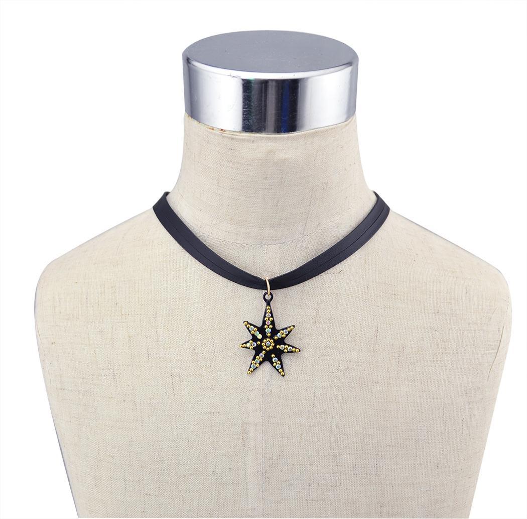 الأوروبية الأزياء نمط جديد مطلية بالذهب نجم موضوع قلادة مجموعة الأقراط للنساء الأزياء والمجوهرات