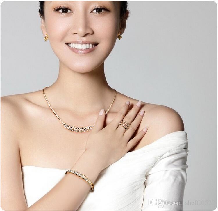 18K Gold Plated Full Rhinestone Brangle Bracelets Fashion Alloy Material Cheap Bracelets Jewelry For Women Best Gift Jewelry 1018
