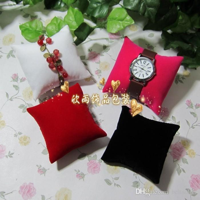 8 CM * 8 CM * 3,5 CM Samt kissen Schmuck Uhr Display Halter Schmuck Armbänder Armreif displays stehen mischfarbenauftrag