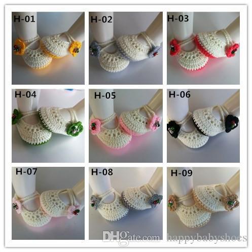 Venta de fábrica Classic Mary jane bebé zapatos de ganchillo con flores zapatos recién nacidos / niño zapatos niña de punto botines de bebé