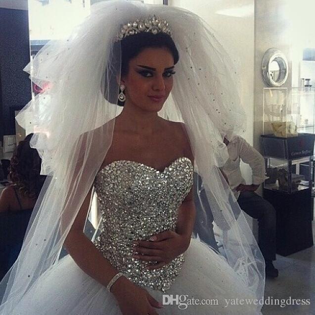 クリスタルラインストーンチュールアラビアのブライダルガウンレアルイメージふわふわのドレスと輝くウェディングドレスボールガウンふくらんでいる白