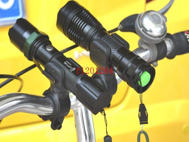 O Envio gratuito de 100 pçs / lote Rotação Giratória de Bicicleta de Montagem de Bicicleta CONDUZIU a Lâmpada Lanterna Titular Suporte Da Lâmpada Braçadeira Clipe Aperto