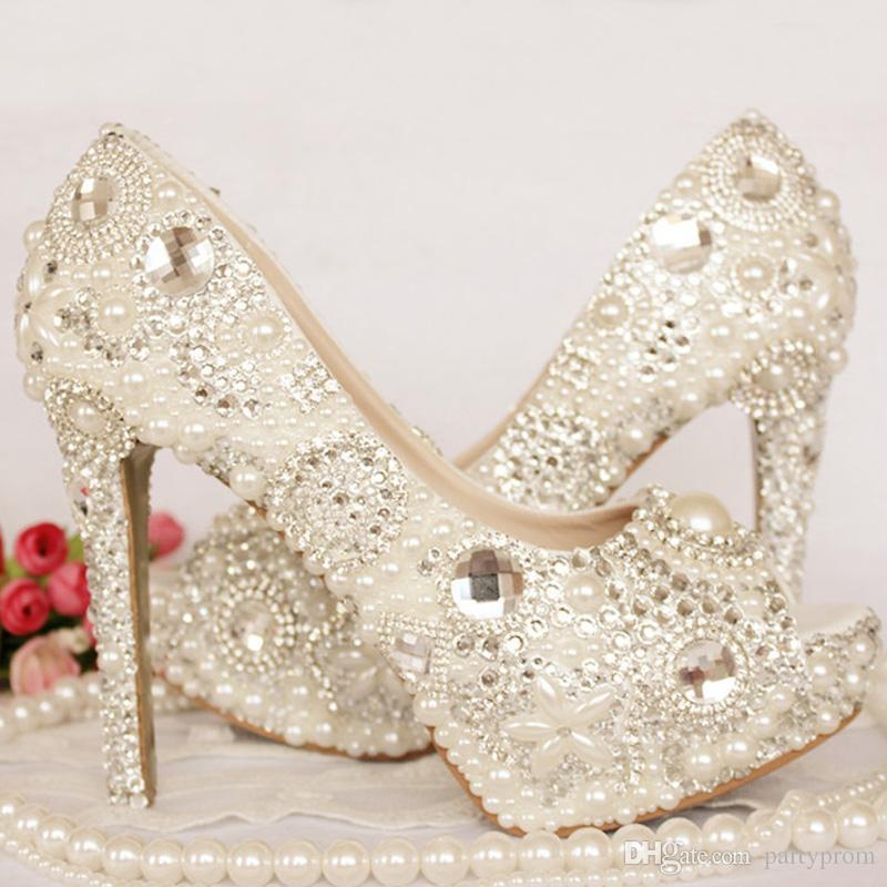Peep Toe Sapatos De Casamento De Strass Cristal Marfim Pérola Sapatos de  Noiva Custom Made Mulheres Plataformas De Salto Alto Mãe dos Sapatos de  Noiva 8211c2d77fec