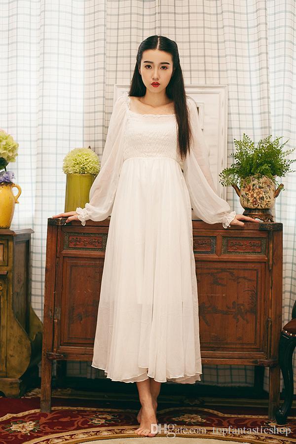 Белое платье с рукавом фонарик