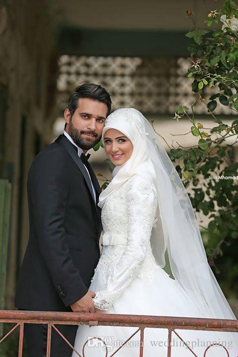 2017 전체 레이스 우아한 이슬람 웨딩 드레스 레이스 Appliqued 높은 목 긴 소매 웨딩 드레스 A 라인 스윕 열차 흰색 신부 가운
