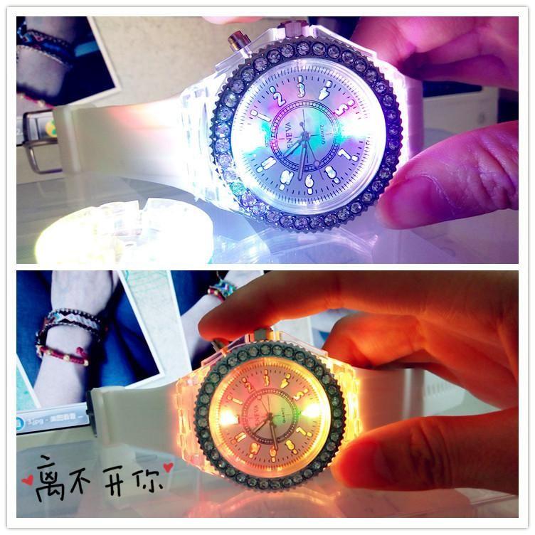 2015 la nuova vigilanza di modo della caramella della gelatina del silicone della vigilanza di cristallo della pietra del diamante della vigilanza di Ginevra in su i vigilanze contro la retroilluminazione libera shiping da epacket
