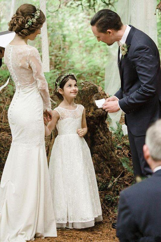 Romantische neue Ankunft Boho Land Blumenmädchenkleider für Hochzeiten billige Spitze abgestufte formale Festzug Hochzeit formelle Kleidung nach Maß