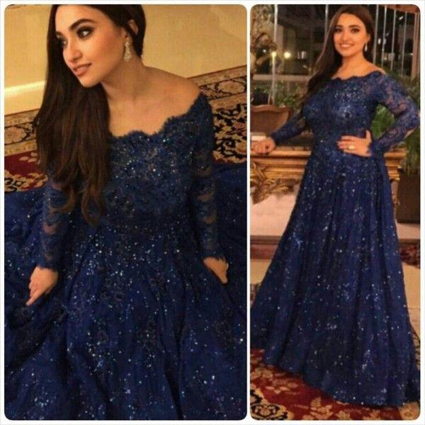 Modest Vestidos de Noite A Linha Bateau Decote Ilusão Mangas Compridas Azul Royal Frisado Renda Árabe Vestidos de Baile Custom Made