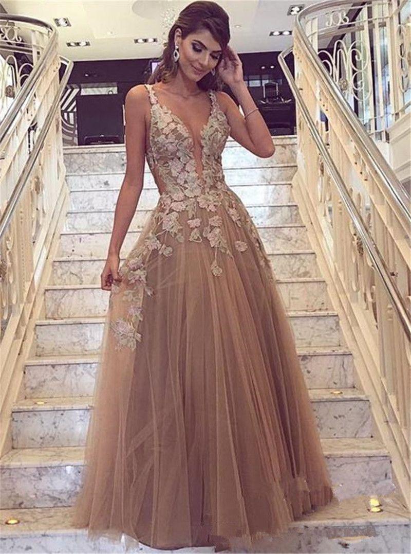 02bd79b2d053 2019 Sexy V escote en V Champagne Una línea de tul Vestidos de noche  Tirantes de espagueti Apliques de encaje Barato vestido de fiesta largo  Vestidos ...