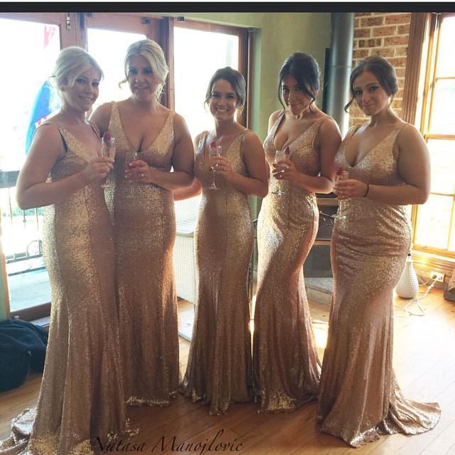 Chispeante oro oro barato 2021 trompeta vestidos de dama de honor abiertos de espalda abierta Sexy en V cuello lentejuelas más tamaño sin mangas criada de vestidos de honor champagne