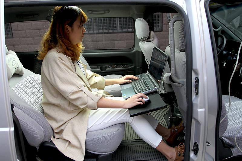 Compre Suporte Ordinateur Car Laptop Desk Universal Car Tablet Acionista  Tablet Resfriamento Laptop Fan Dobrável Car Tabela Titular Pe De Luogun 8c413d544