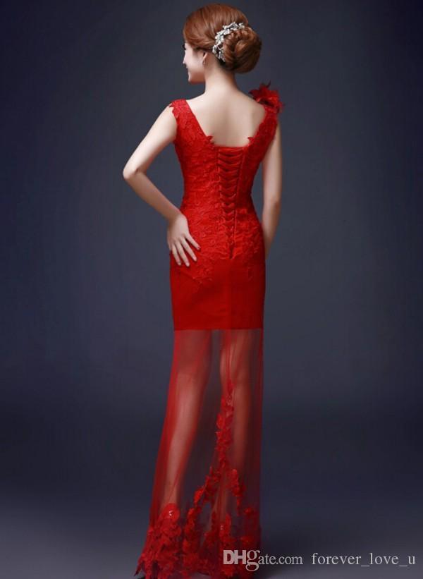 Vestidos de novia chinos rojos Columna de la funda Cuello en v profundo Sin mangas Apliques de encaje Con cordones Volver falda transparente Vestidos de novia con flores hechas a mano