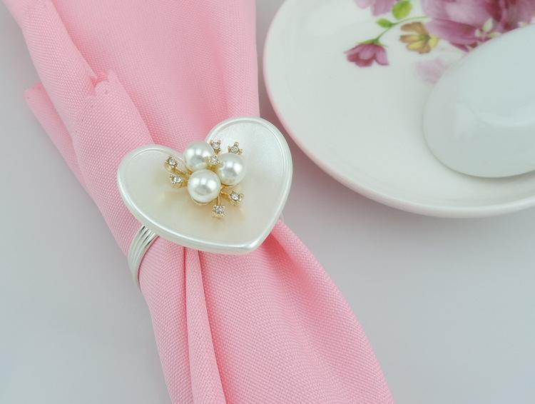 Anneaux de serviette en nacre porte-serviette de mariage Décoration de mariage Fournitures amour romantique en forme de coeur bague en métal blanc pour vaisselle de table
