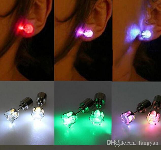 Novidade LED Piscando Luz Em Aço Inoxidável Rhinestone Ear Stud Brincos Moda Jóias rave toys dom Brincos LED para Christma