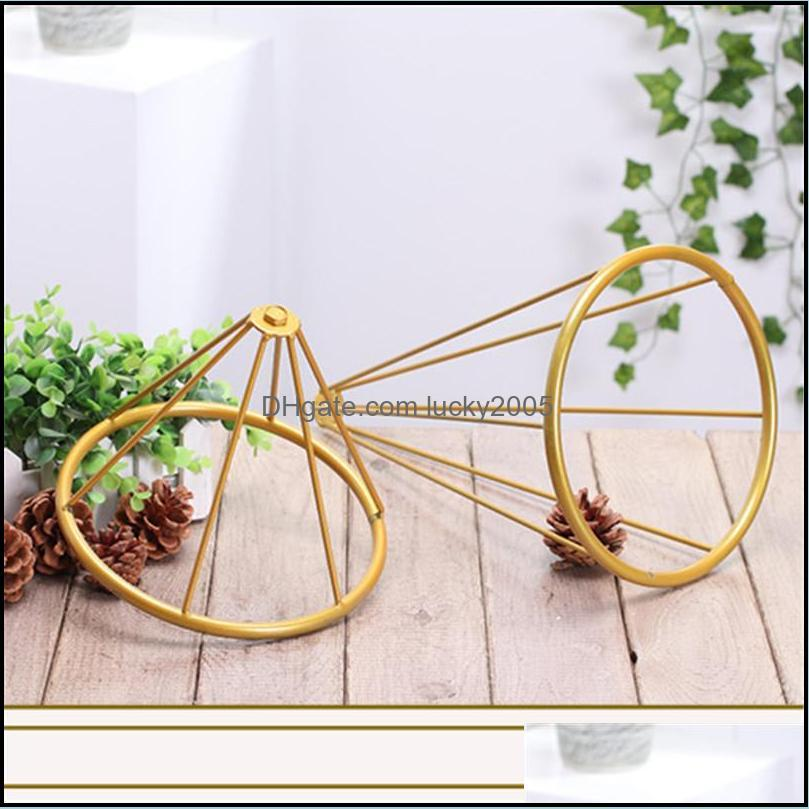 Hollow out Vases Gold/White Flower Stand Metal Road Lead Wedding Centerpiece Flowers Rack For Event Party Decoration 10PCS