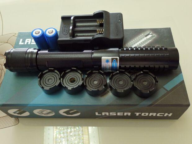 プロのハイパワーワット5in1 450nm強力パワーミリタリーブルーレーザーポインターSOS懐中電灯Lazer HuntingTeaching +充電器+ギフトボックス