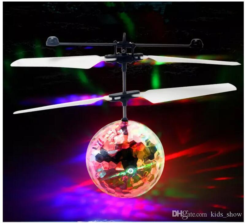 Easy Operation Vehicle Flying RC Flying Ball Infrared Sense Induction Mini Aircraft Flashing Light Remote Control UFO Toys for Kids