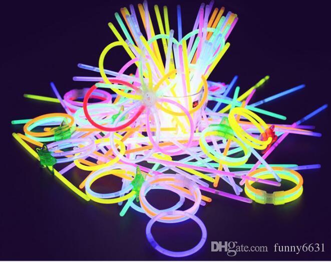 MOQ = noël garçon filles Concert bande de poignet lumineux Fluorescent plat main bague femme et homme bracelet couleurs livraison gratuite
