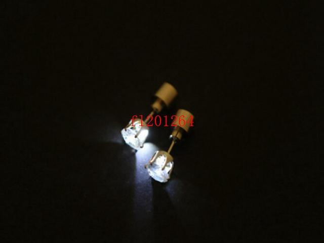 Бесплатная доставка Fashional Cool Блестящие Светящиеся Светодиодные Серьги красочные серьги стержня загораются Шпильки Light Party Club, 200 шт. / Лот