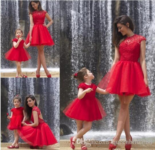 2019 Vintage rouge mère et fille robes bijou en dentelle à mancherons manches fille robe fille Tulle une ligne courte robe de soirée princesse