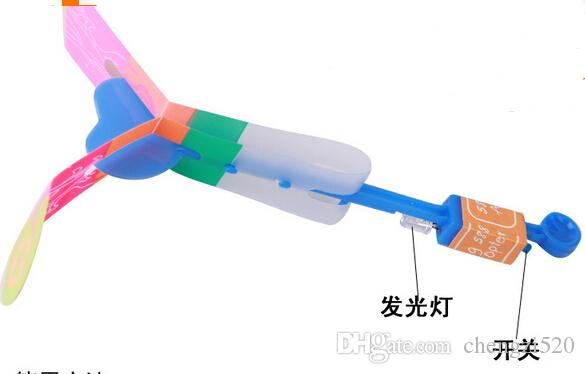 50 piezas / lote Slingshot Toy Toy asombroso arrow Helicóptero Banda de goma Power Copters Kids LED LED Volando Juguete