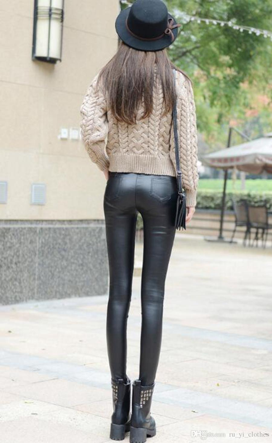 L'edizione Han contrasta le donne autentiche della moda inverno nuovo caldo più stretto mostra pantaloni in pelle PU splicing sottile e sottile. S - 3xl