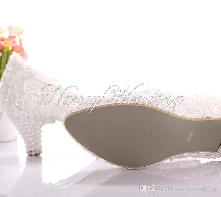 Neue Art-weiße Spitze-niedrige Fersen-Hochzeits-Brautkätzchen-Fersen-Brautjungfern-Schuhe Elegante Partei verschönerte Abschlussball-Schuhe Dame Dancing Shoes
