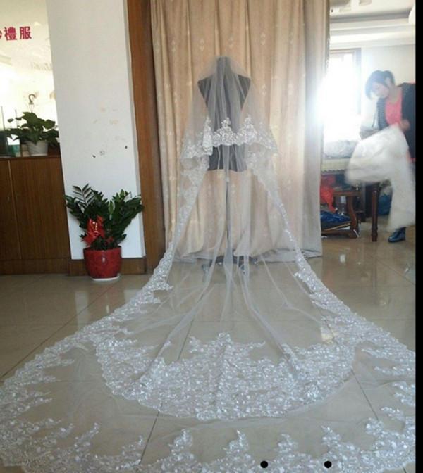 Meilleures ventes Luxury Real Photo de mariage Veils Trois mètres de long Veils dentelle Applique Cristaux deux couches cathédrale Longueur Veil mariée pas cher
