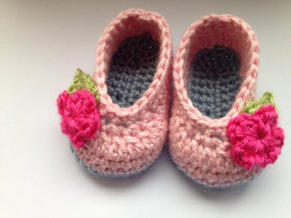 Crochet baby shoes for newbornCrochet baby shoes for newborn babies. Pale blue sole, pink upper with flower and leaf deta first walker shoes