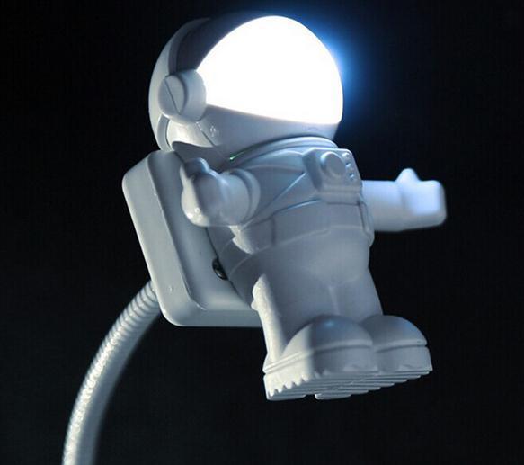 Il nuovo astronauta dell'astronauta del fumetto del partito della luce notturna degli astronauti creativi ha condotto l'illuminazione della lampada il trasporto bianco di goccia del regalo di fonte di alimentazione portatile del computer