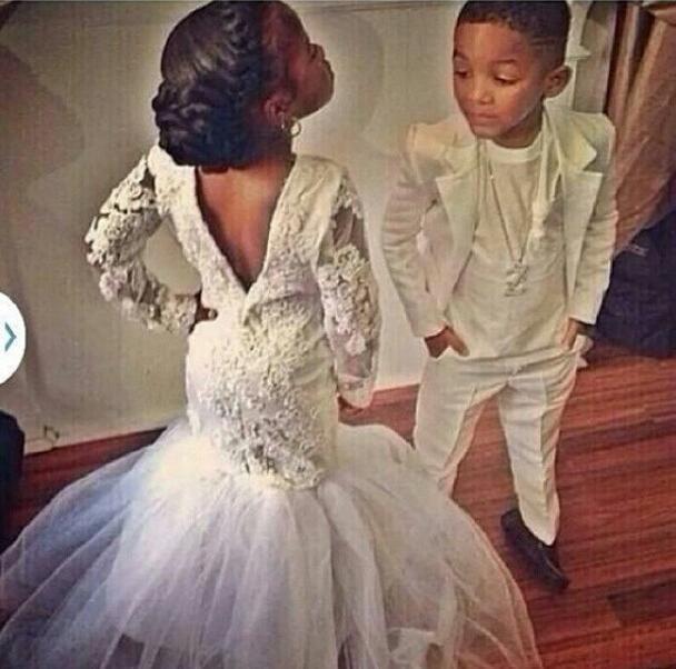 Manches longues Sirène Petite Fleur Filles Robes pour mariages Bateau Dentelle Applique 2016 Nouveautés Blanc Dos Ouvert Enfants Robes De Bal