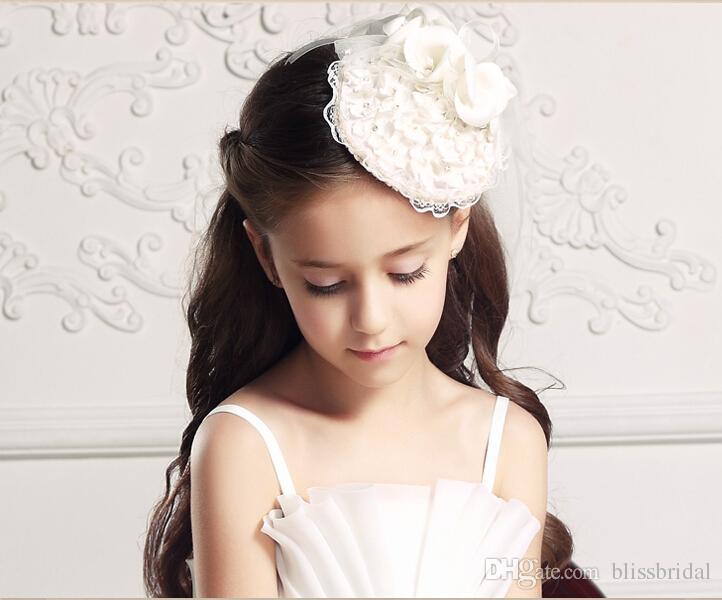 Güzel Beyaz Dantel Kenar Düğün Çiçek Kız Veils Şapka Başlıklar Ile Kız Pageant Aksesuarları El Yapımı Çiçekler Ücretsiz Kargo