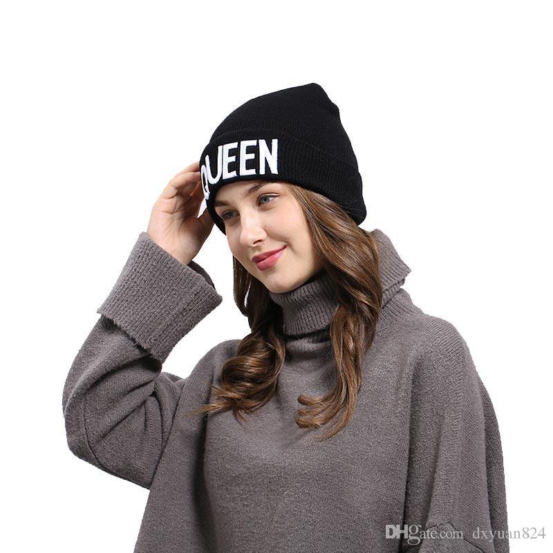 Мода Пара Письма Вышитые Вязаная Шапочка Зима Теплая Шерсть Шляпы Мужчины Женщины Леди Холодная Погода Катание На Лыжах Катание На Коньках Пешие Прогулки Уха Шапки