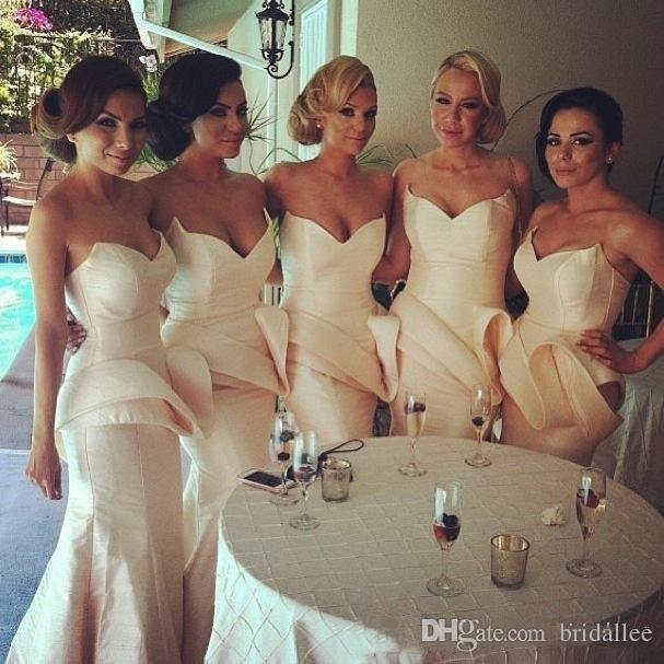 Einfache Taft Meerjungfrau Brautjungfernkleider Sweep Zug Rüschen Günstige Brautjungfern Kleid Lange Schatz Abendkleider