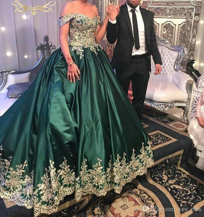 2017 Quinceanera Ball Gown Dresses Hunter Green Off Shoulder Ruched Gold Lace Applique Beads Satin Draped Party Dress Prom Evening Gowns